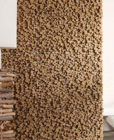 Drewniana ściana w salonie