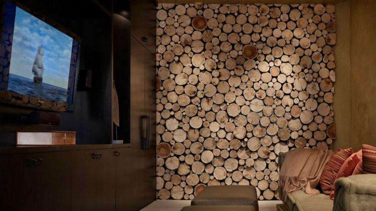 Drewno na ścianie w pokoju dziennym